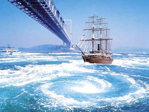 淡路島いくなら、鳴門海峡の渦潮...